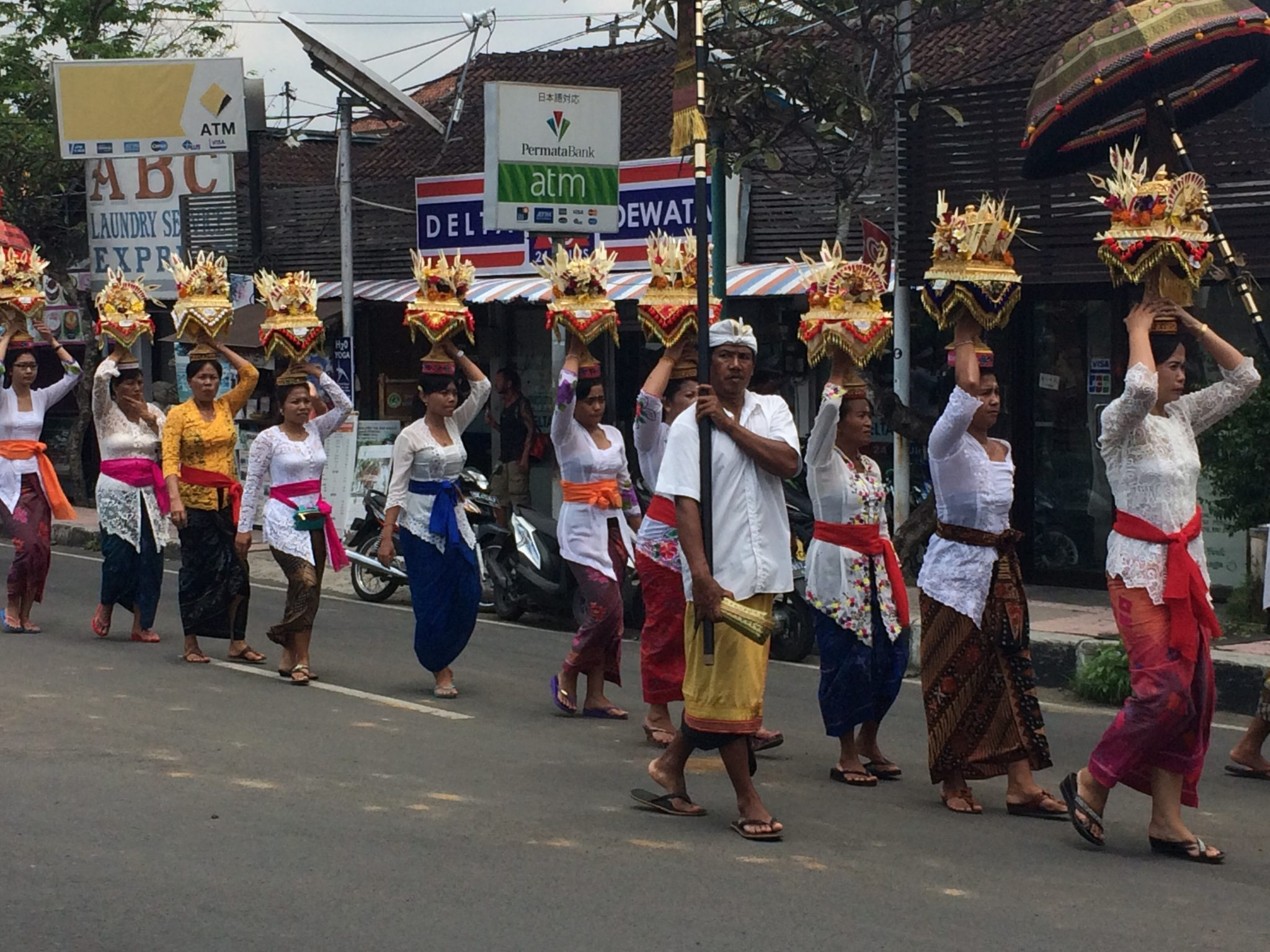 March towards the temple in traditional dress